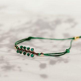 bransoletka na sznurku, bransoletka z kamieni naturalnych, malachit, biżuteria dla druhen, biżuteria dla świadkowej, prezent dla mamy, minimalistyczna bransoletka, bransoletka gałązka, biżuteria roślinna, zielona bransoletka