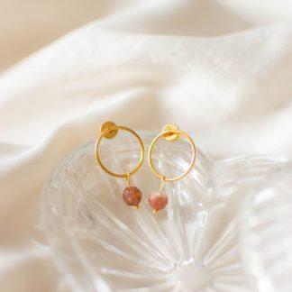 kolczyki koła, kolczyki z kamieni naturanych, kamień słoneczny, biżuteria dla druhen, biżuteria dla świadkowej, prezent dla mamy, złote kolczyki, minimalistyczne kolczyki koła