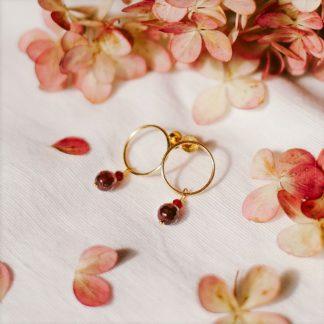 kolczyki koła, złote kółeczka,kolczyki z kamieni naturalnych, kwarc czerwony, granat, dla druhen, prezent dla świadkowej, prezent dla mamy, minimalistyczne kolczyki, złote kolczyki, prezent ślubny, na rocznicę